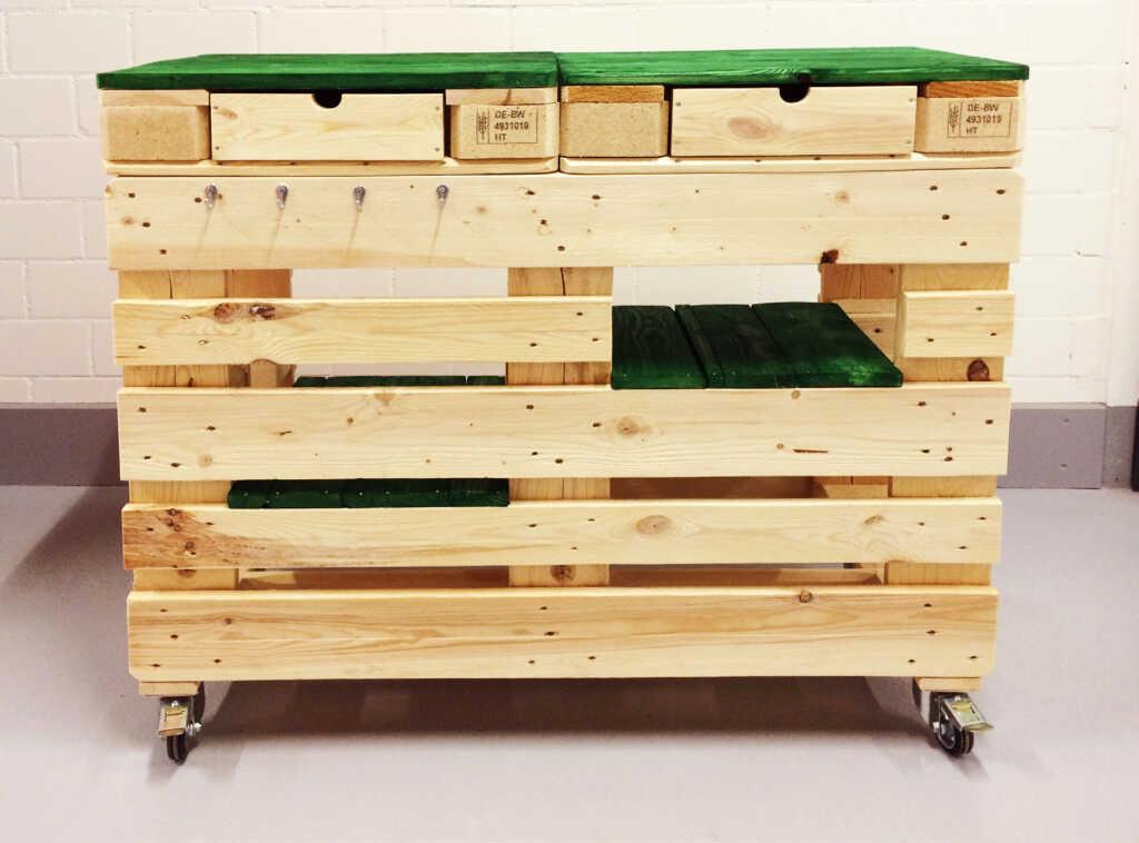 die grilltheke aus paletten wird zum hingucker am grillfest. Black Bedroom Furniture Sets. Home Design Ideas