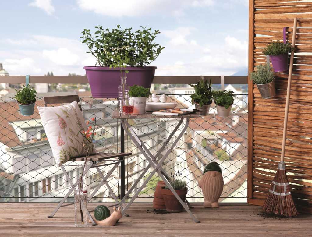 charming garden dekoideen f r den balkon oder die terrasse. Black Bedroom Furniture Sets. Home Design Ideas