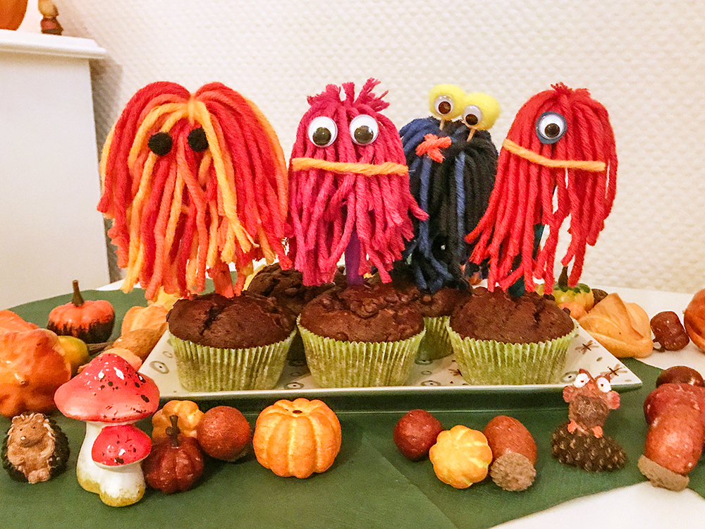 halloween party mit k rbis muffins kinderschminken und pinata. Black Bedroom Furniture Sets. Home Design Ideas