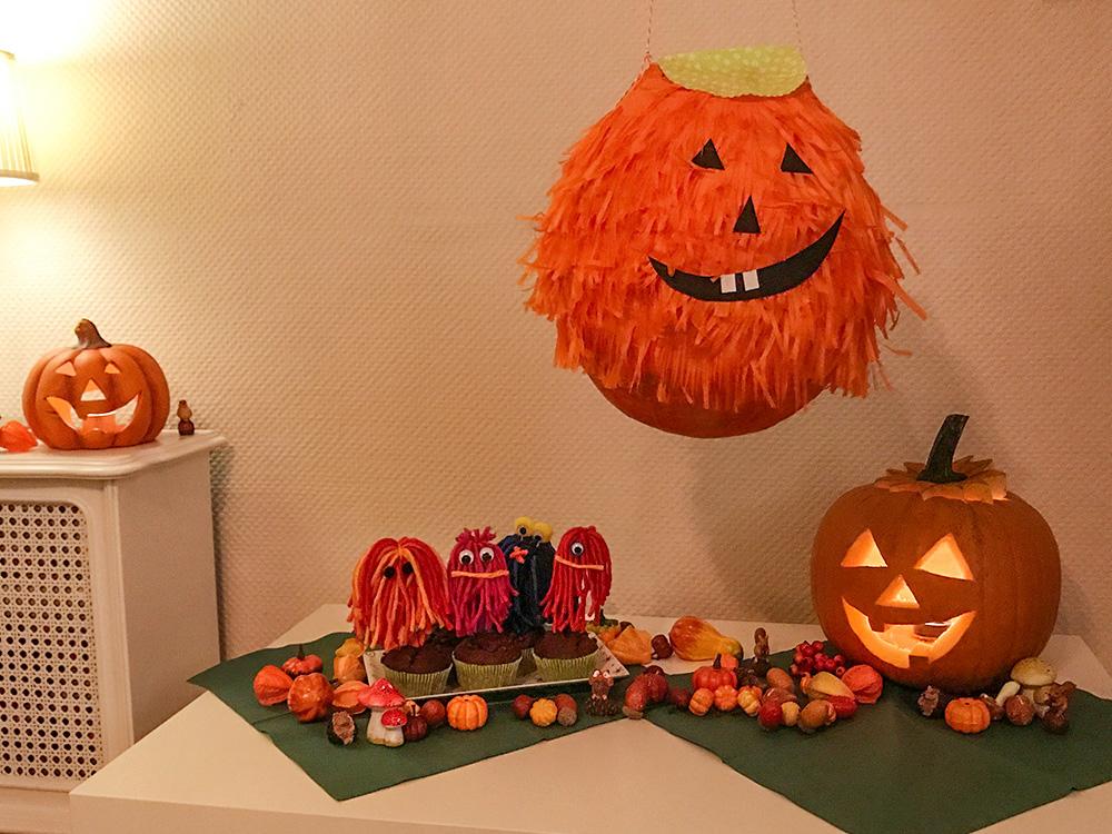Zucche Di Halloween Terrificanti.Festa Di Halloween Zucca Muffin Trucco Bambini E Pentolaccia
