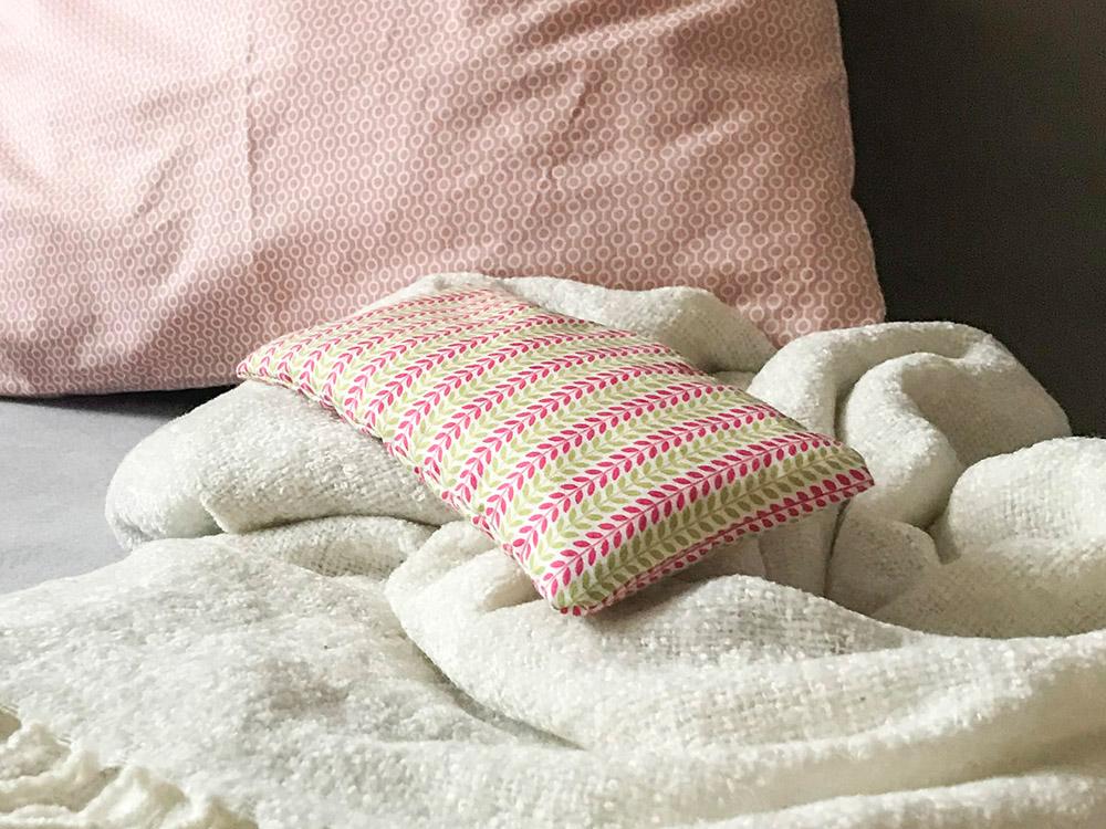 Come Riempire Un Cuscino.Cuscini Cuscini Per Gli Occhi E La Nuca Con Trucioli Di Cembro